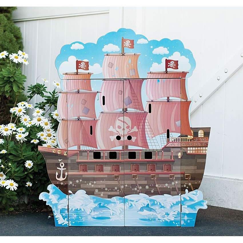 Pirate Boat Play House w/Figurines Thumbnail 1