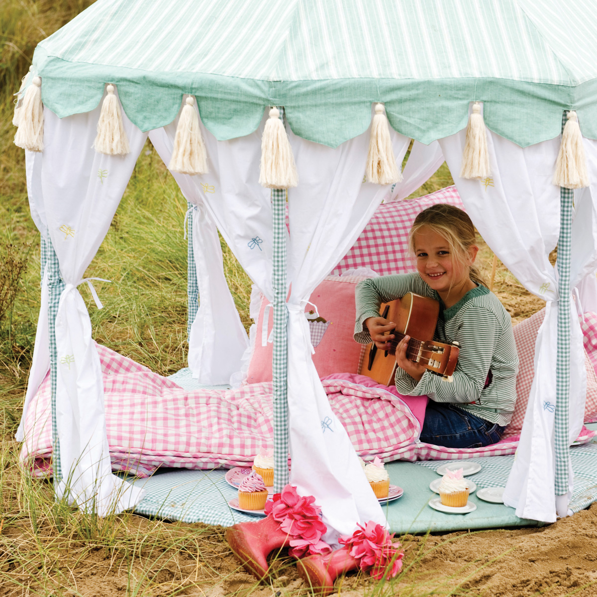 Willow Outdoor Pavilion and Quilt Thumbnail 4